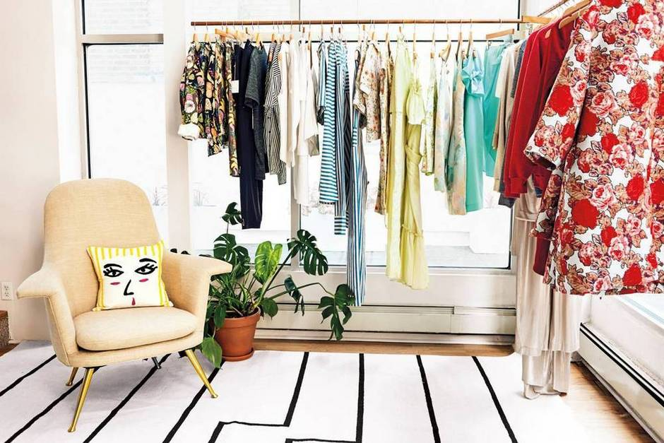 office-oasis-rachel-antonoff-s-color-coated-office-taupe-and-yellow-closet-1475008390-57eaca5b3b2565083ae8f713-w1000_h627